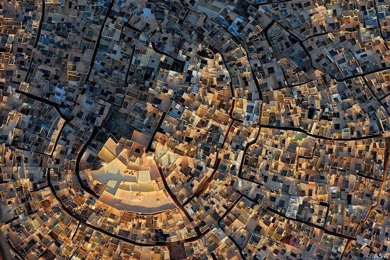 نظرة جوية على مدن محصنة