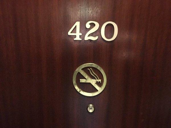 غرفة رقم 420 في الفنادق