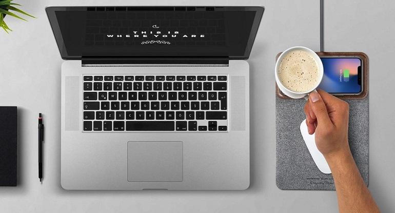 رقعة MousePad+ وشاحن لاسلكي
