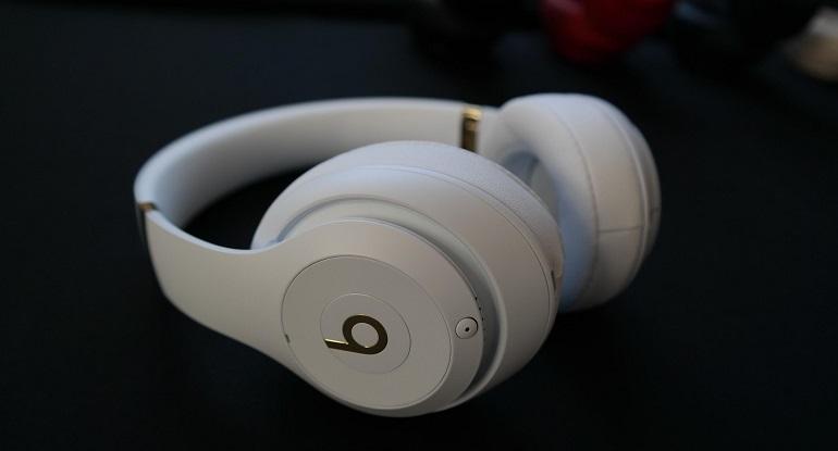 نظرة واسعة على سماعة الرأس Beats studio 3 اللاسلكية الجديدة والرائعة