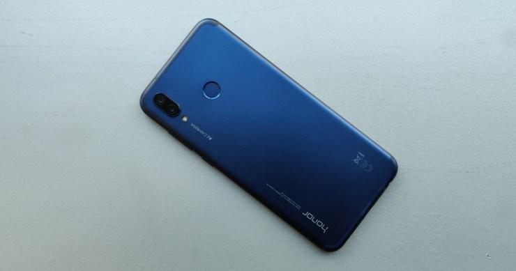 هاتف Pocophone منافسيه الاختيار الأنسب Honor-Play.jpg?resiz