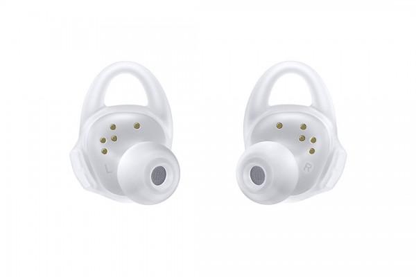 Samsungs-new-Gear-Icon-X-wireless-earbuds6