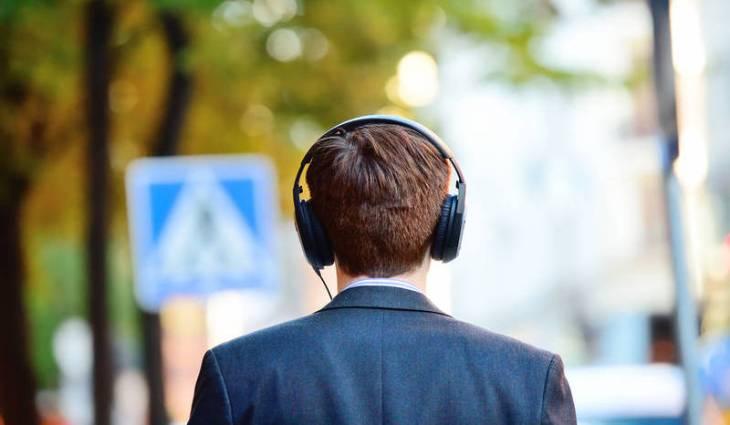 5 برامج بودكاست يجب على رواد الأعمال الاستماع إليها