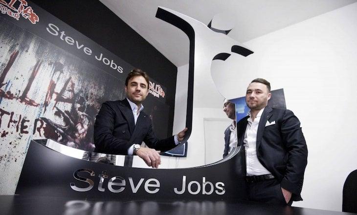 "في إيطاليا، شركة ملابس تسمي نفسها ""ستيف جوبز"""