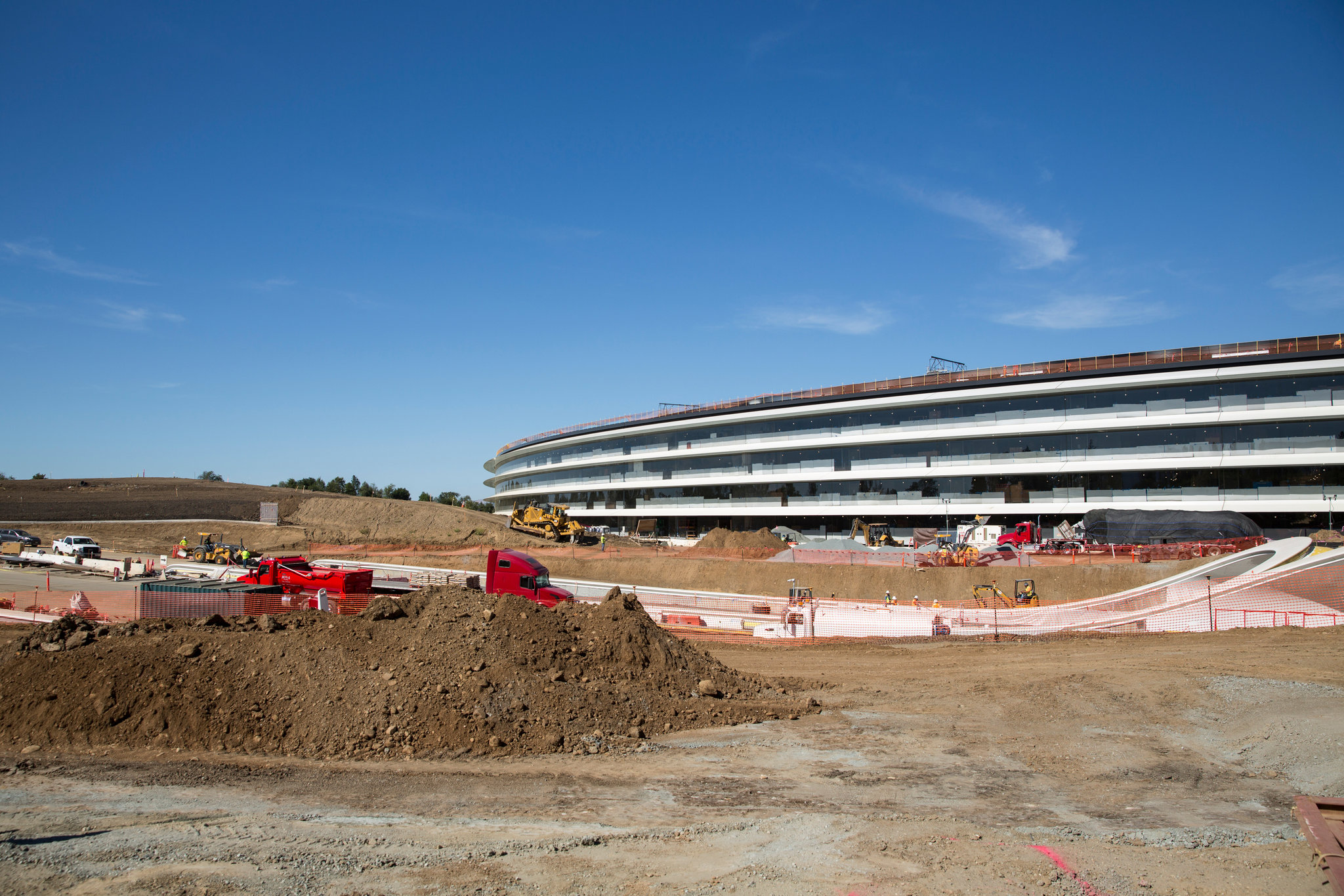 Apple Disrupts Silicon Valley With Another Eye-Catcher: Its New Home