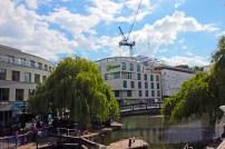O Regent's Canal é navegável.