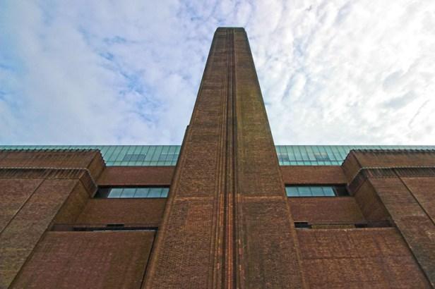 E claro, eu tinha que guardar esta imagem. O céu estava muito bonito. E a Tate Modern deixa qualquer um curioso.
