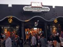 Uma loja só de super-heróis da Marvel.