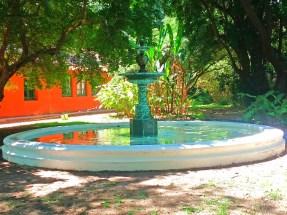 Fontes, lagos, espelhos d'água para tornar o ambiente ainda mais bonito.