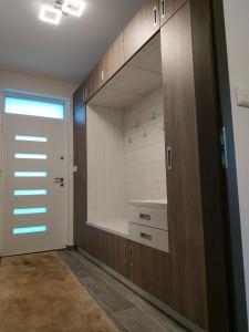 előszoba szekrény készítés - abutorasztalos.hu