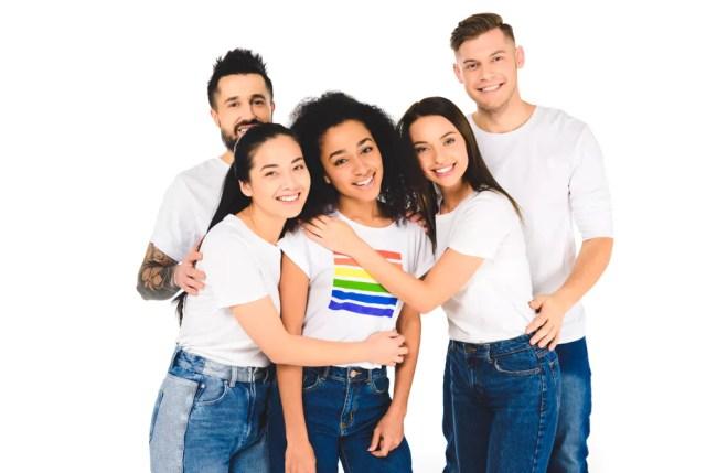 La mayoría de los jóvenes apoyarían a un amigo que se declaró transgénero.