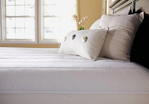 6. Sunbeam Quilted Polyester Heated Mattress Pad