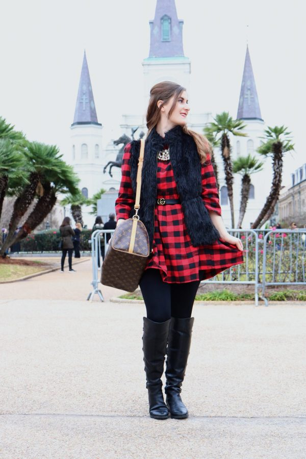 RED BLACK ROUND NECK PLAID DRESS | new orleans christmas | new orleans christmas French quarter | new orleans christmas 2018 | New Orleans French quarter | New Orleans things to do in | New Orleans food | New Orleans fashion | New Orleans outfit | plaid dress and black fur vest