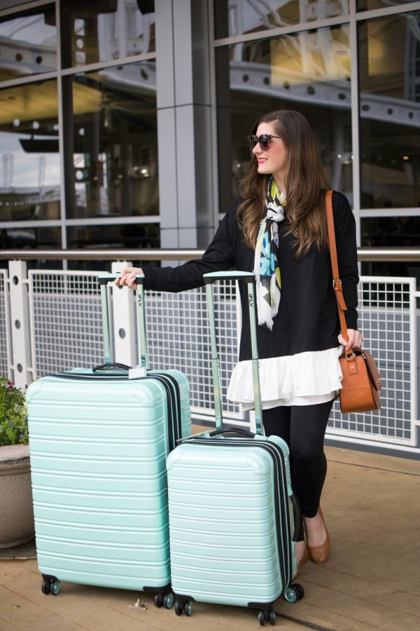 What to Pack for a London/Paris Trip in March | What to pack for London/Paris in the Spring | What to pack for Europe in the spring | Europe packing tips | London/Paris Packing tips | europe packing list spring | europe packing tips | europe packing carryon | ifly luggage | iFLY Hard Sided Luggage Fibertech