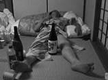 うっかり先につぶれてしまうと酔っぱらいのオモチャにされてしまいます。まだマジックとか無くて良かったです。それではおやすみなさい。 Photo:M.H.