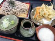 富士河口湖のフォレストモールで昼食予定。