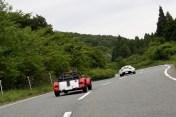 箱根峠交差点、国道1号線を横切り県道20号線へ進みます。Photo:T.G.