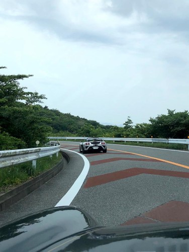 伊豆スカイラインは箱根・芦ノ湖スカイラインより交通量も少なくて走りやすい有料道路。Photo:M.F.
