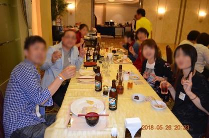 テーブル席という事でお客さん同士のお話も進んで良かったかも知れません。Photo:A.T.