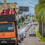 Com petistas e comunistas, carreata pró-impeachment de Bolsonaro chama atenção no Acre