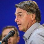 Bolsonaro se irrita com pergunta e encerra coletiva no Acre