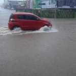 Na capital, chuva causa transtornos e alagamentos em diversos pontos