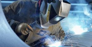 Для обеспечения безопасности на производстве, руководители предприятий и специалисты должны проходить обучение по промышленной безопасности.