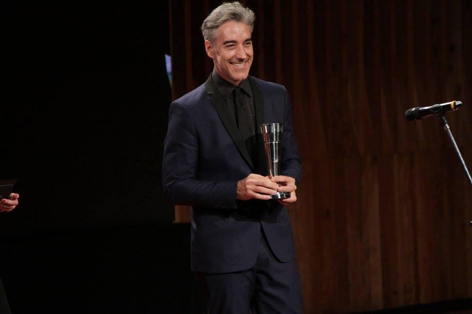 Iván Espeche entrega el premio a Mejor Música Original
