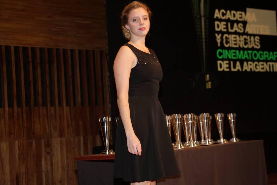 Joaquina Gentil, nuestra asistente de escenario vistiendo Las Oreiro