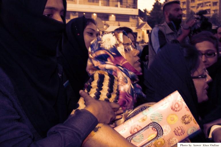 Sindh teachers demanding salaries being manhandled during protest.