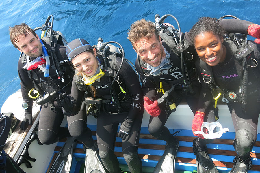 Diving Galapagos, happy divers with Academy Bay Diving