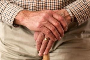 Des femmes se déguisent en personnes âgées pour recevoir plus vite le vaccin anti-COVID