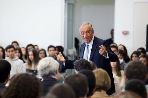 Marcelo Rebelo de Sousa volta ao ensino na 'Telescola'