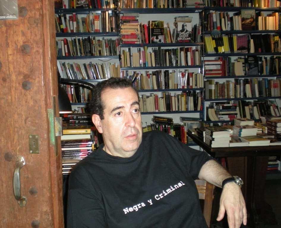 Carlos de Tomás en la librería Negra y Criminal