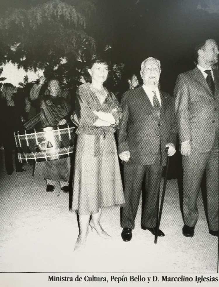 Ministra de Cultura Doña Carmen Calvo y Pepín Bello