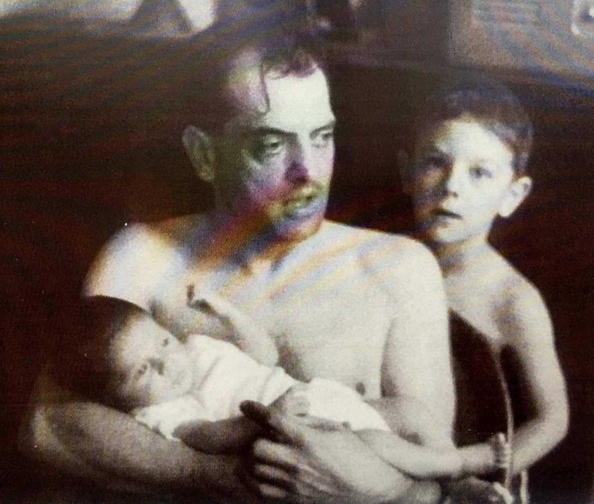 Luis Buñuel con sus hijos