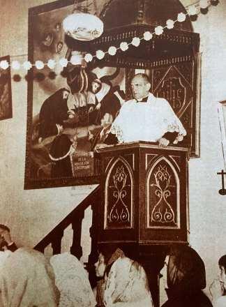 Luis Buñuel subido al púlpito