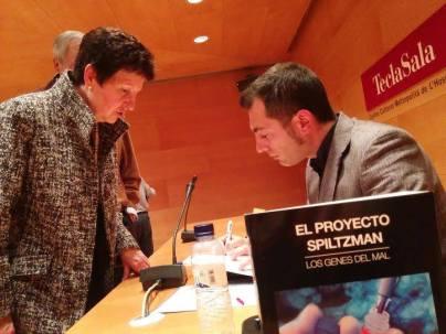 """Momento de la presentación """"El Proyecto Spiltzman"""" en la Biblioteca Tecla Sala"""