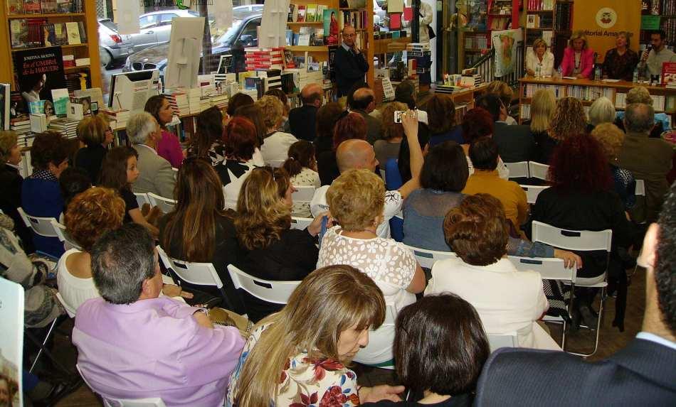 Público asistente a la presentación de Editorial Amarante