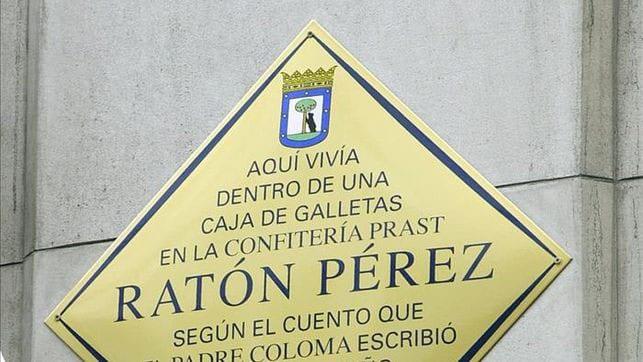 Homenaje del Ayuntamiento de Madrid a Prast y al Ratón Pérez, en la fachada de Arenal, 8.