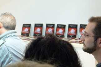 Cuando regrese el invierno - Diego Caballero - Stand con los libros en la Biblioteca Provincial de Huelva
