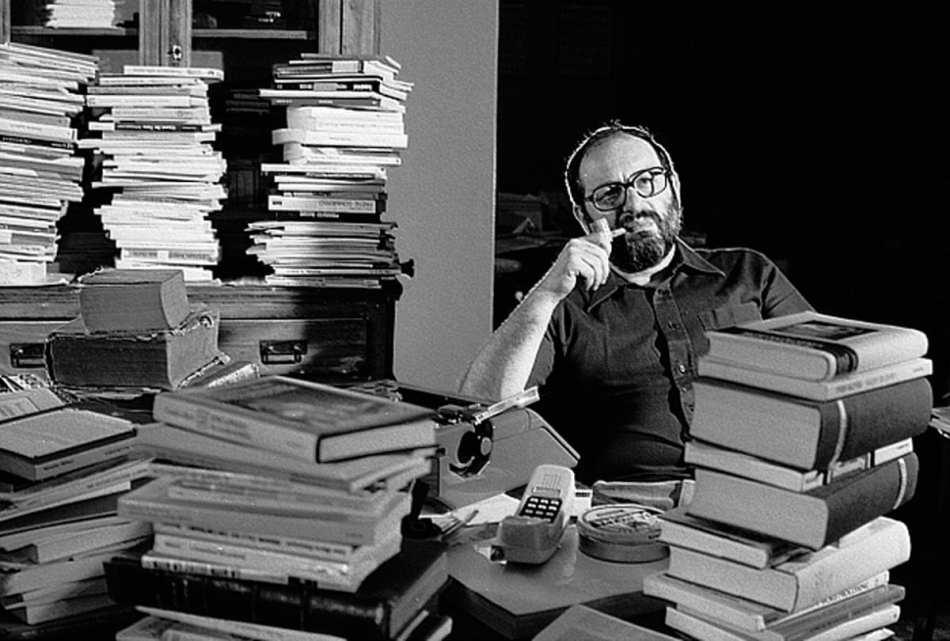 Umberto Eco - Escritor - La vuelta al mundo de Umberto Eco con sus veinte citas sobre escritura y lectura