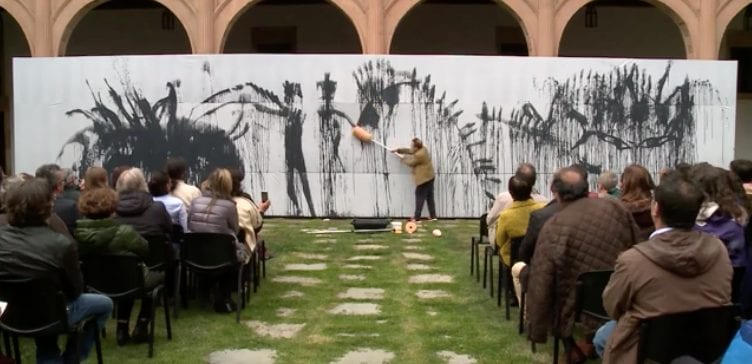 8 Centenario Universidad de Salamanca - Miquel Barceló - el Arca de Noé - performance - Imagen Fantasma.png
