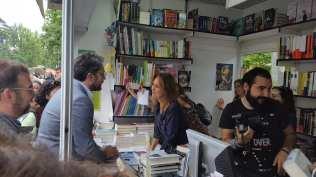 Màxim Huerta saluda a María Dueñas. Foto: Ministerio de Cultura