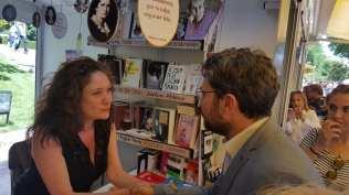 Màxim Huerta saluda a Cristina Fallarás. Foto Ministerio de Cultura