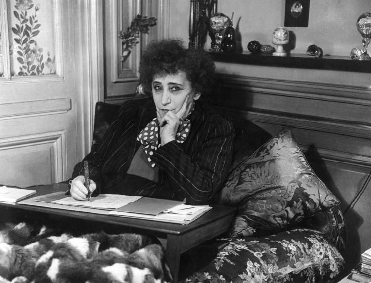 Colette, escritora camuflada y cabaretera famosa