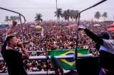 Milhares vão a Copacabana em 'showmício' contra Temer e Diretas Já