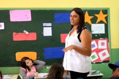 'Professora, você é homem?' A vida de uma mulher trans na sala de aula