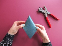 DIY // Comment réaliser un porte-monnaie triangle // How to make a triangle leather coin purse // A Cardboard Dream Blog