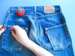 DIY // Comment faire une jupe en jean déstructurée // How to make a destructured denim skirt // A Cardboard Dream blog
